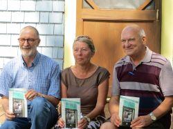 Caron, Michèle (au centre)